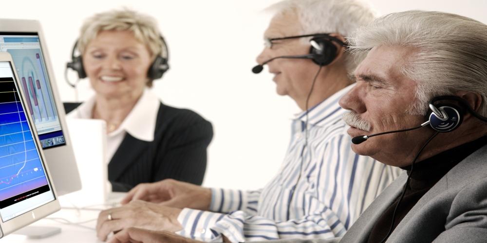 Работа без оформления для пенсионеров: положительные и отрицательные стороны