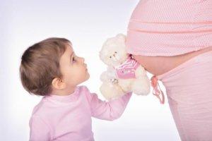 Как рассчитываются декретные на второго ребенка: условия, принцип и сумма выплаты
