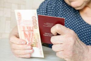 Как уволить пенсионера по собственному желанию по закону – разберемся во всех нюансах и тонкостях процедуры