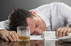 Увольнение за появление на работе в состоянии алкогольного опьянения: порядок проведения процедуры и запись в трудовой