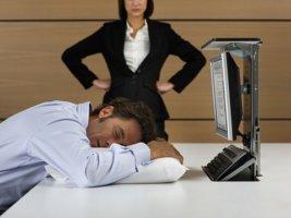 Как комментирует 157 статья ТК РФ особенность трудовых отношений во время простоя и его оплату