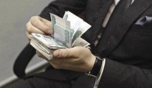 Работодатель может уменьшить заработную плату