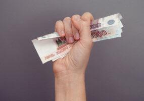 Выплаты зарплаты и отпускных не всегда совпадают по времени