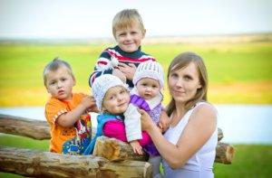Права многодетной матери на работе: преференции, порядок получения статуса
