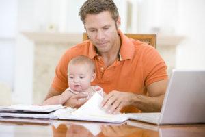 Может ли муж получать декретные за жену: понятие, виды выплат, порядок оформления