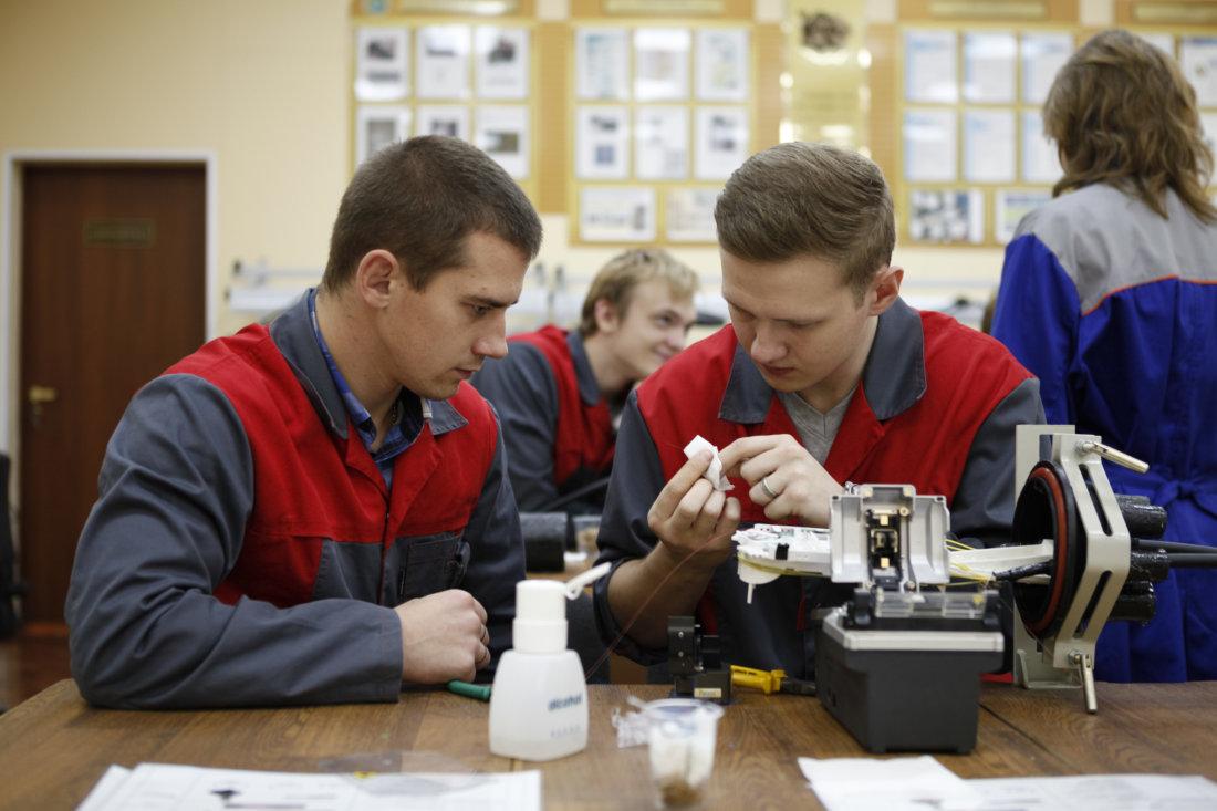 Новые сотрудники стажируются перед допуском к работе