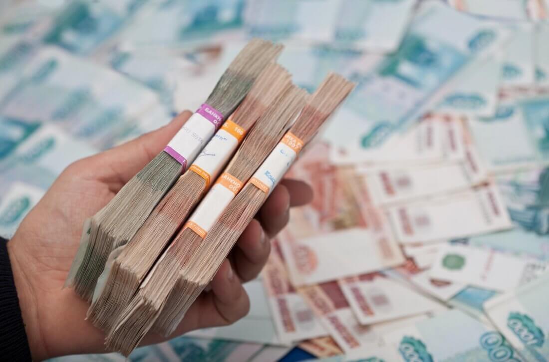 Удержание из заработной платы излишне выплаченных сумм: когда возможно