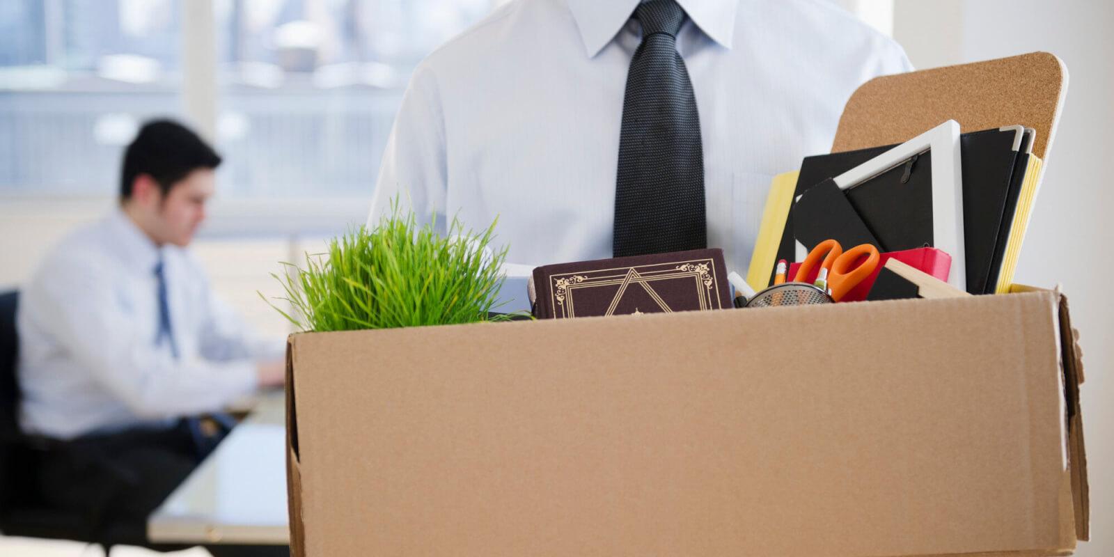 За сколько дней должны предупредить об увольнении и в каких случаях