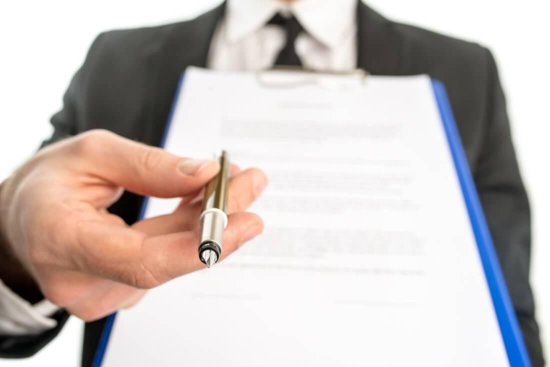 Если директор не подписывает заявление на увольнение в связи с переездом