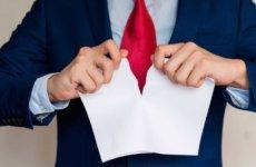 Освобождение от должности, его причины, отличия от увольнения