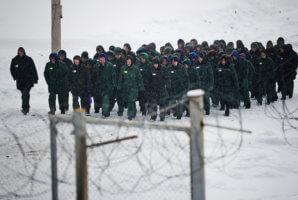 В каких случаях принудительный труд разрешен в РФ, а когда запрещен