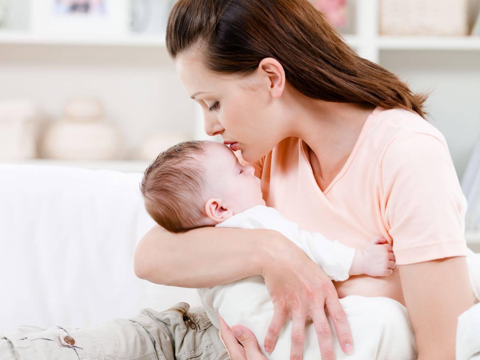 Права матери-одиночки на работе, получение статуса, льготы