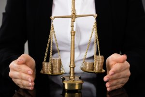 Возмещение морального вреда, причиненного работнику, через суд