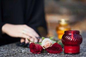 Кому положена матпомощь при смерти близкого родственника