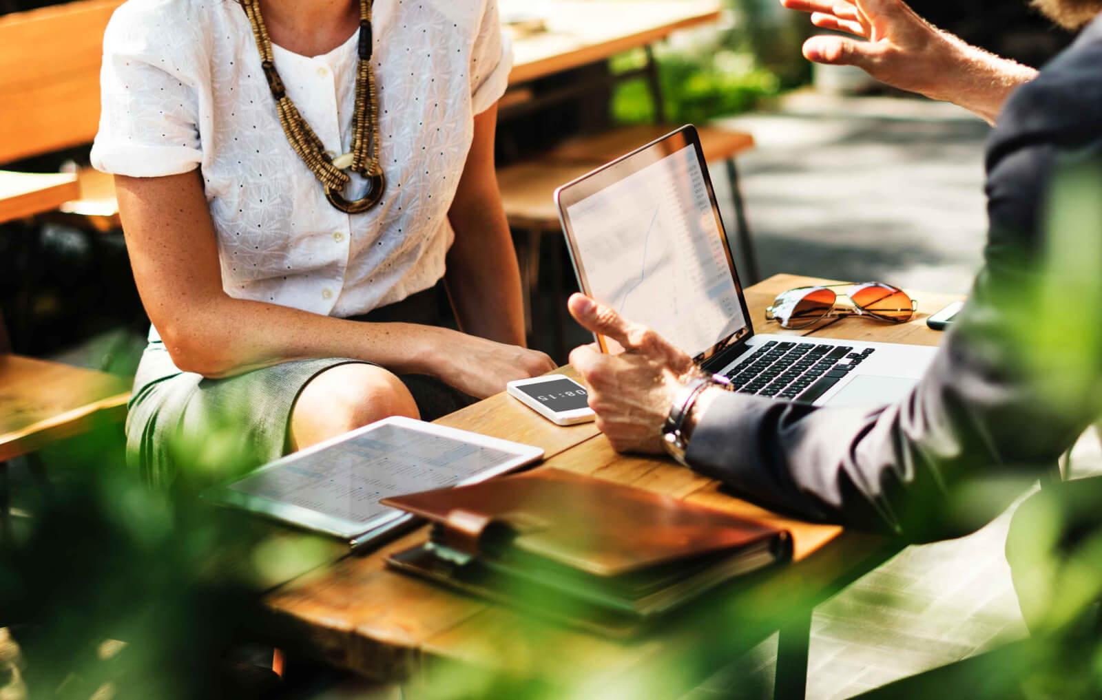 Как ИП нанять работника и правильно его оформить