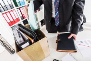 Кто принимает решение об увольнении директора
