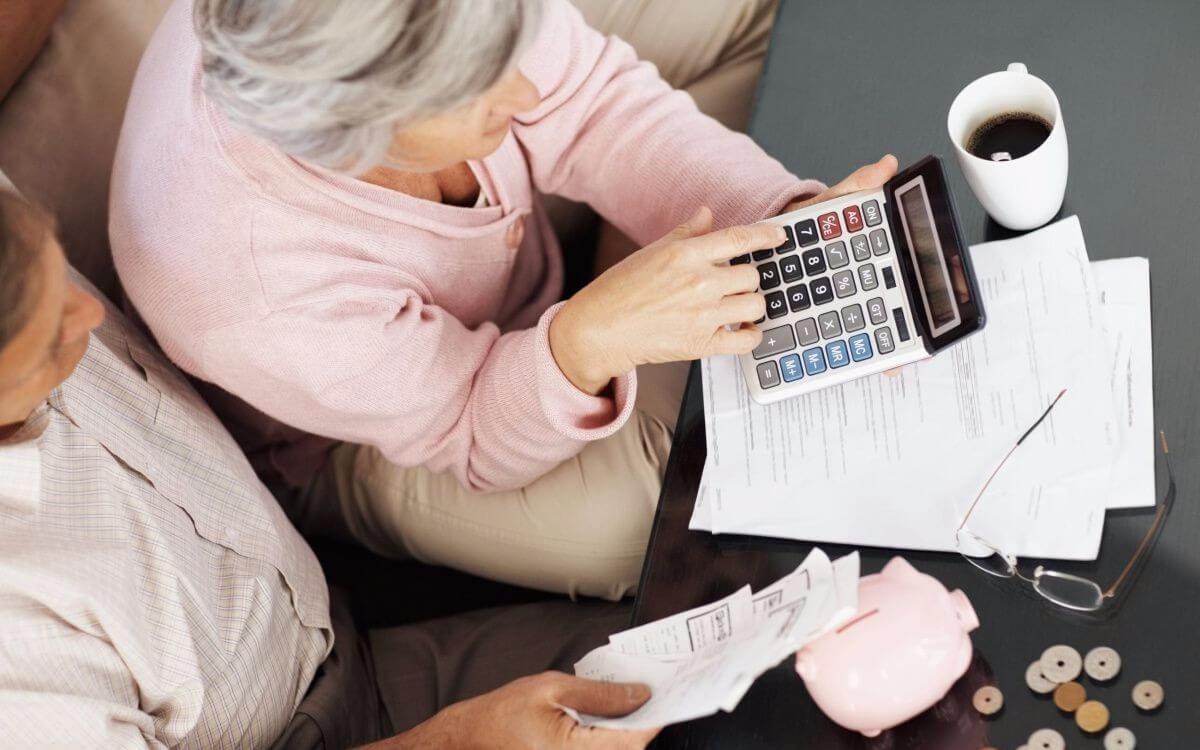 Идет ли стаж, если стоишь на бирже труда, и как оттуда уйти на пенсию