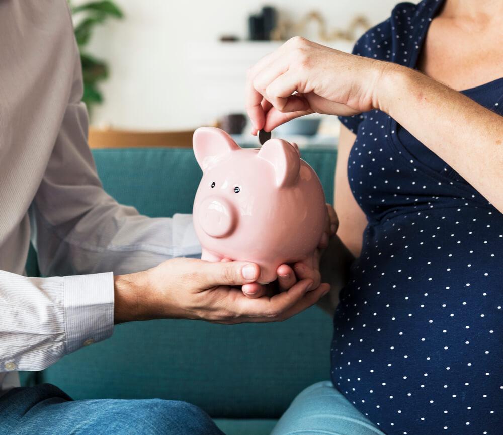 Как рассчитать декретные выплаты из среднего заработка