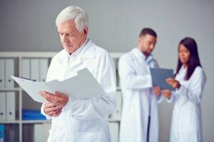 Как рассчитывается медицинский стаж и для кого применяется